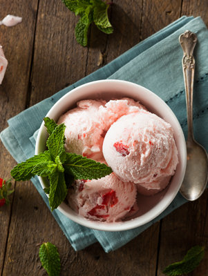 Strawberry and Cream Ice Cream Thumbnail