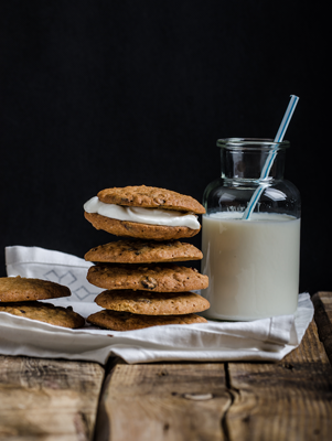 Fluffy Oatmeal Raisin Sandwich Cookies Thumbnail