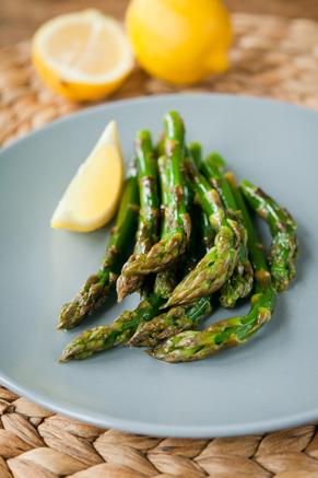 Asparagus with Lemon Butter Thumbnail