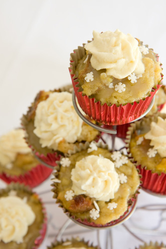 Leftover Holiday Eggnog and Breadpudding Cupcakes Thumbnail