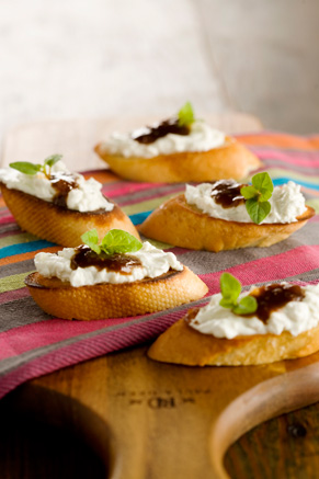 Fig Balsamic Blue Cheese Crostini Thumbnail