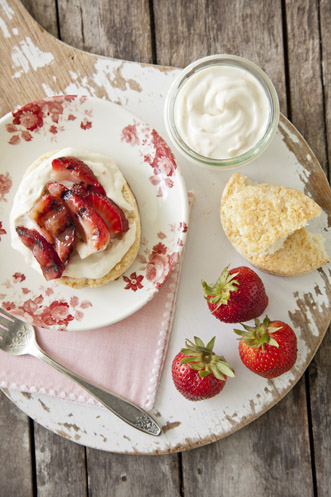 Grilled Strawberries with Orange Cream Thumbnail