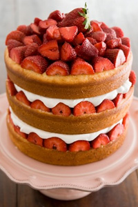 Savannah Strawberry Tall Cake Thumbnail