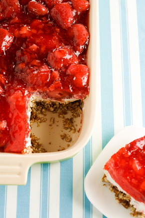 Strawberry Pretzel Salad Thumbnail
