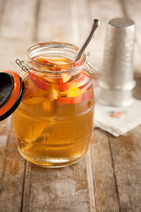 Cousin Johnnie's White Sangria With Peaches Thumbnail